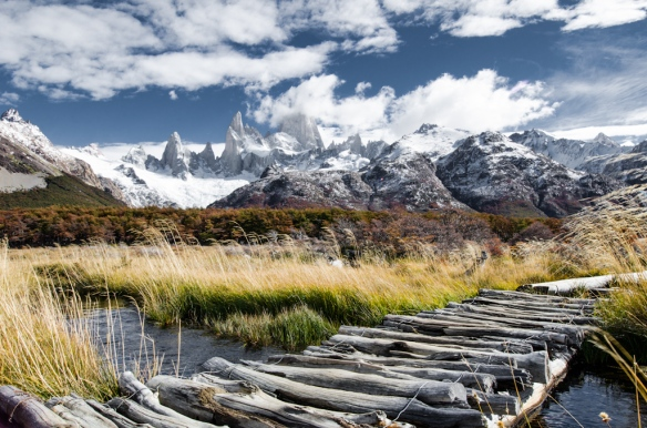 Bridge to Corre Fitz Roy in Patagonia, Argentina